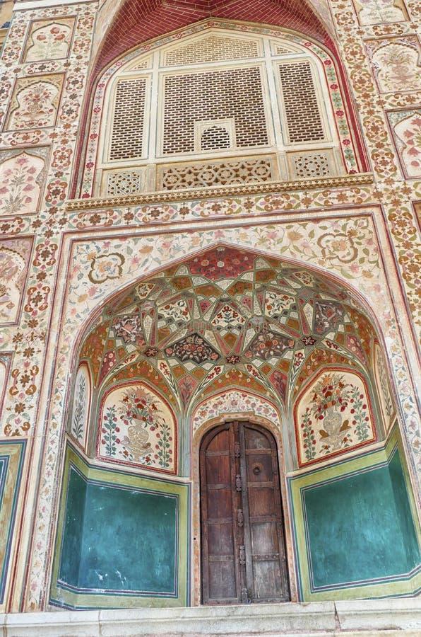 Ingewikkelde schilderijen op de Ganesh Pol-deur royalty-vrije stock fotografie