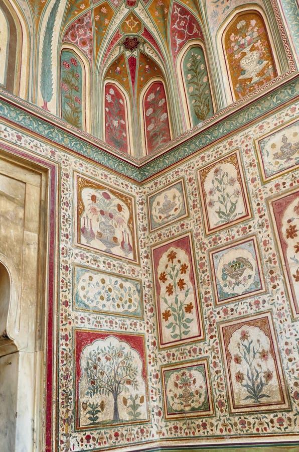 Ingewikkelde schilderijen op de Ganesh Pol-deur royalty-vrije stock foto