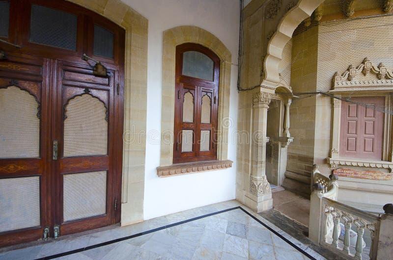Ingewikkeldheid en asymmetrie in Vijay Vilas Palace, Bhuj stock foto