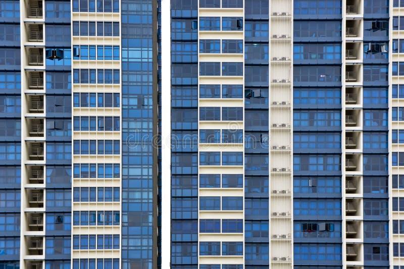 Ingezeten flatgebouw stock foto