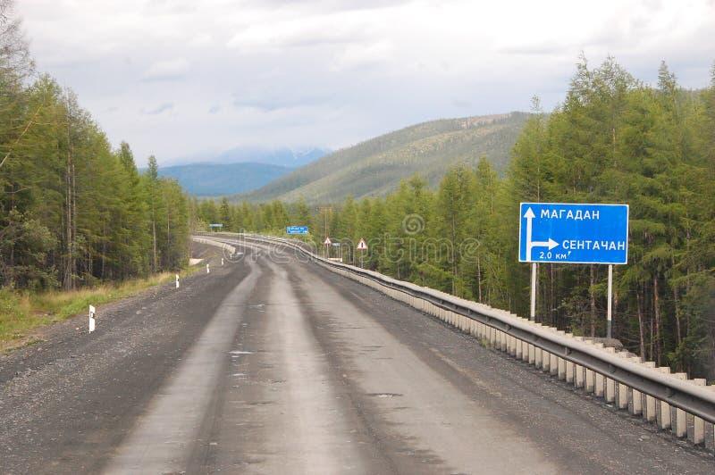 Inghiai la strada Kolyma alla strada principale di Magadan a Yakutia immagine stock libera da diritti