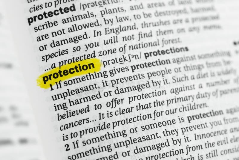 ` Inglés destacado de la protección del ` de la palabra y su definición en el diccionario fotos de archivo