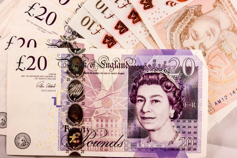 Inglés veinte y diez de la libra esterlina la mezcla del dinero fotos de archivo