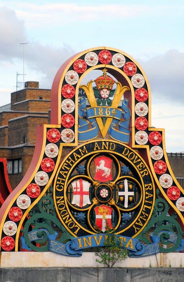 Inglaterra-Londres-insignias del Chatham Dover Railway imágenes de archivo libres de regalías