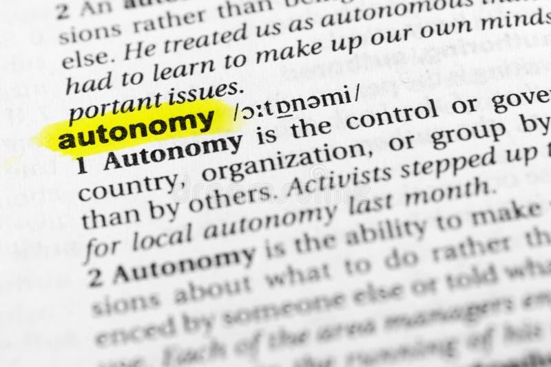 ` Inglese evidenziato di autonomia del ` di parola e la sua definizione nel dizionario fotografia stock libera da diritti