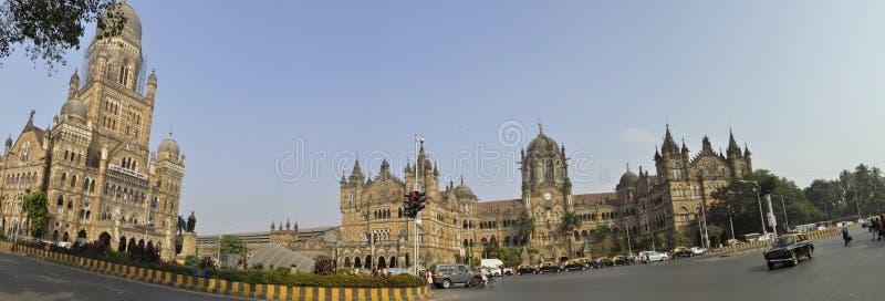 Inglese la stazione ferroviaria antica in Mumbai dell'India fotografia stock