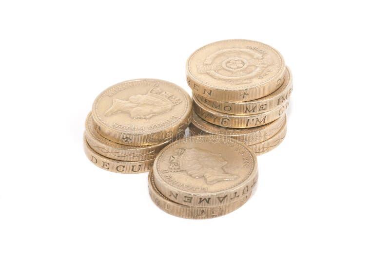 Ingleses moedas de uma libra empilhadas imagens de stock