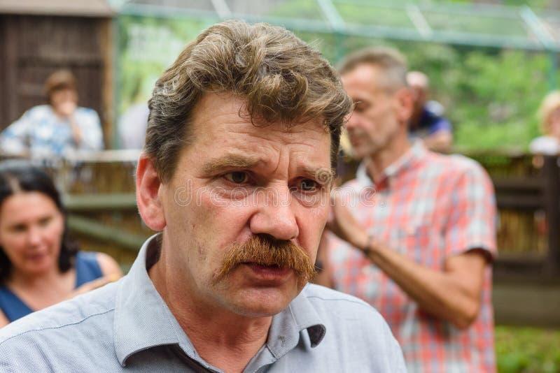 Ingmars Lidaka, voormalig politicus, Riga Zoo directeur, tijdens het 19e jaarlijkse galápagos Tortoises-weegevenement stock afbeelding