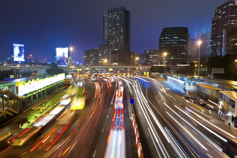 Ingorgo stradale alla notte a Hong Kong fotografie stock libere da diritti