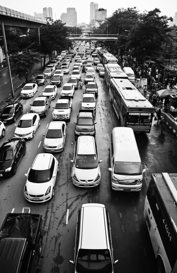 Ingorgo stradale di pomeriggio a Bangkok immagine stock