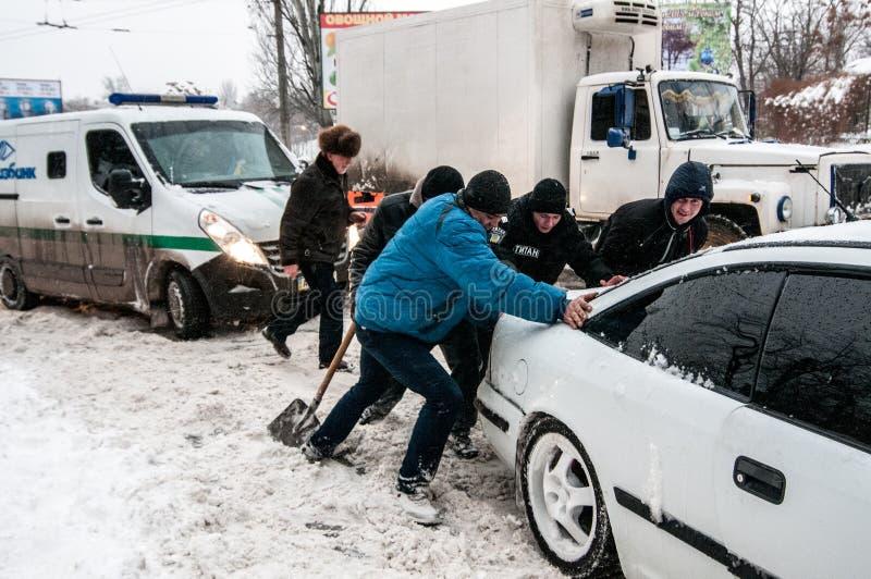 Ingorgo stradale nell'inverno fotografia stock