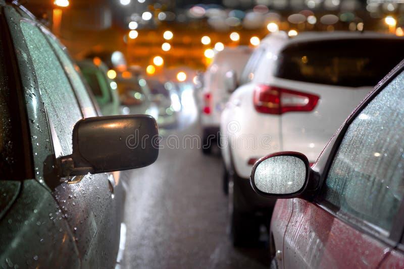 Ingorgo stradale nella sera fotografie stock