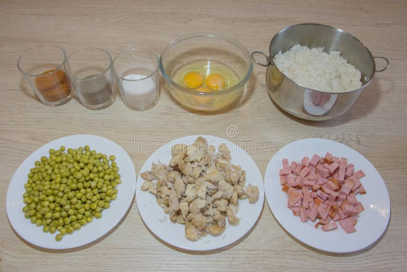 Ingrédients de nourriture et ustensiles de cuisine pour la nourriture chinoise images libres de droits