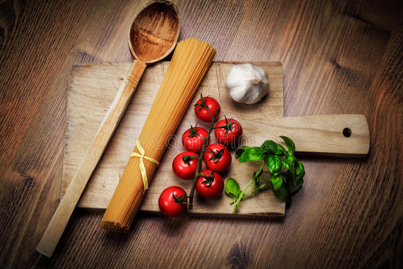 Ingrédients de nourriture italiens de pâtes photo stock
