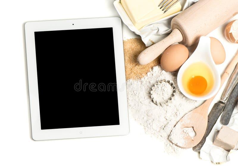 Ingrédients de PC et de cuisson de comprimé de carnet fond de foog photos stock