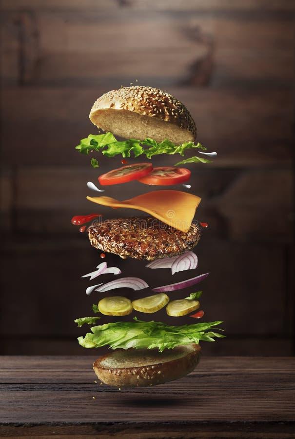 Ingrédients de préparation d'hamburger images stock
