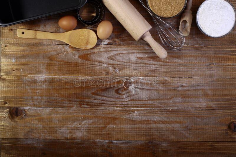 Ingrédients et appareils pour la cuisson photos libres de droits