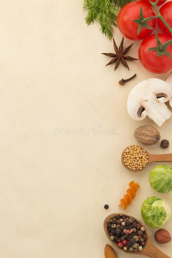 Ingrédients et papier de nourriture images libres de droits