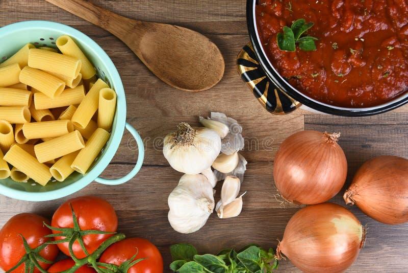 Ingrédients italiens de repas images stock