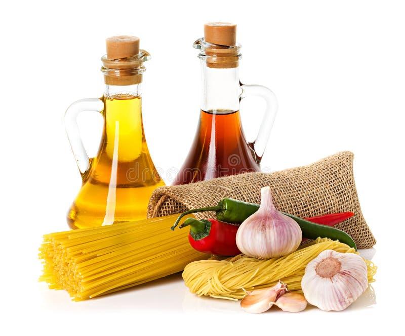 Ingrédients pour des pâtes photographie stock libre de droits