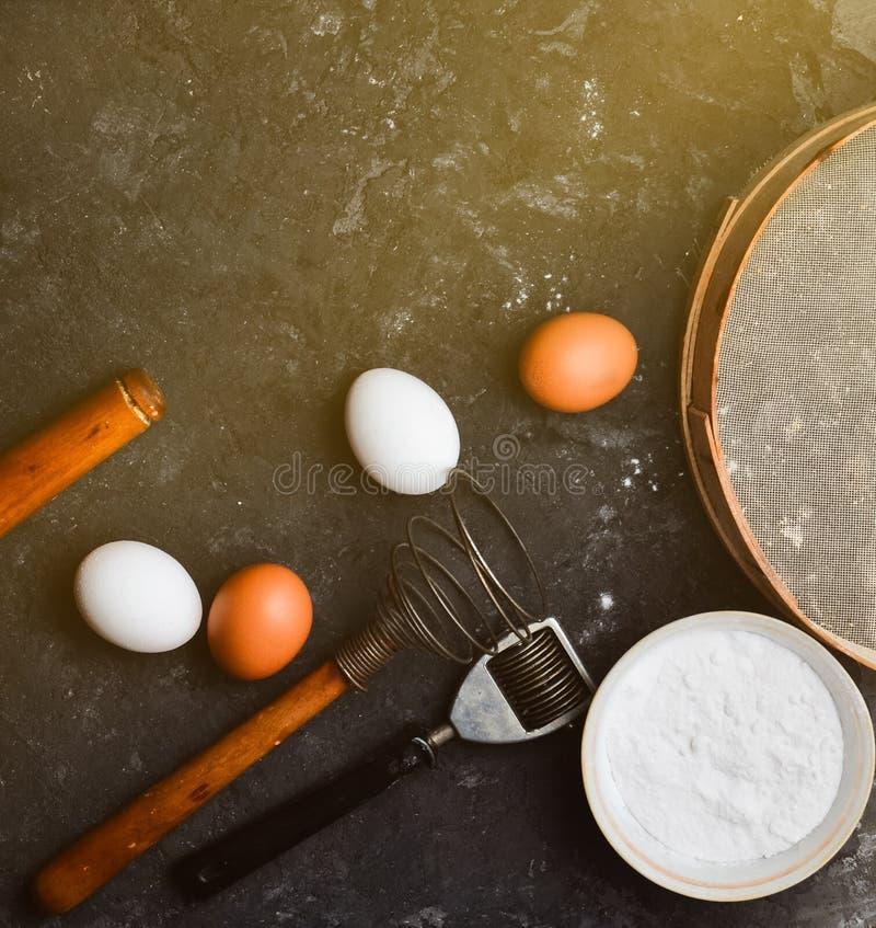 Ingrédients pour des pâtes Le procédé de cuisson photos stock