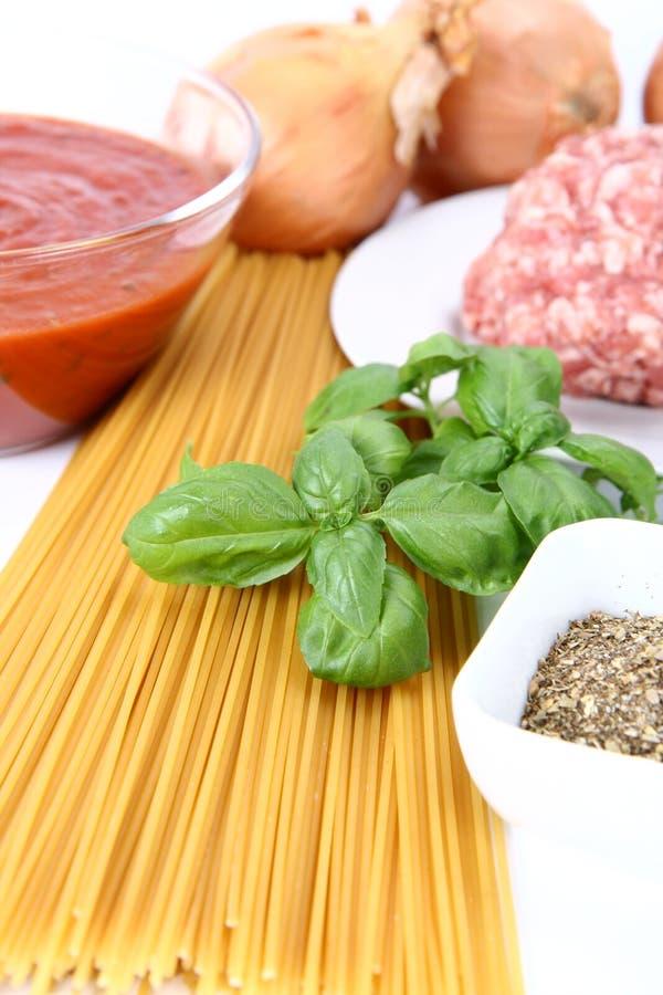 Ingrédients pour des spaghetti Bolonais photo stock