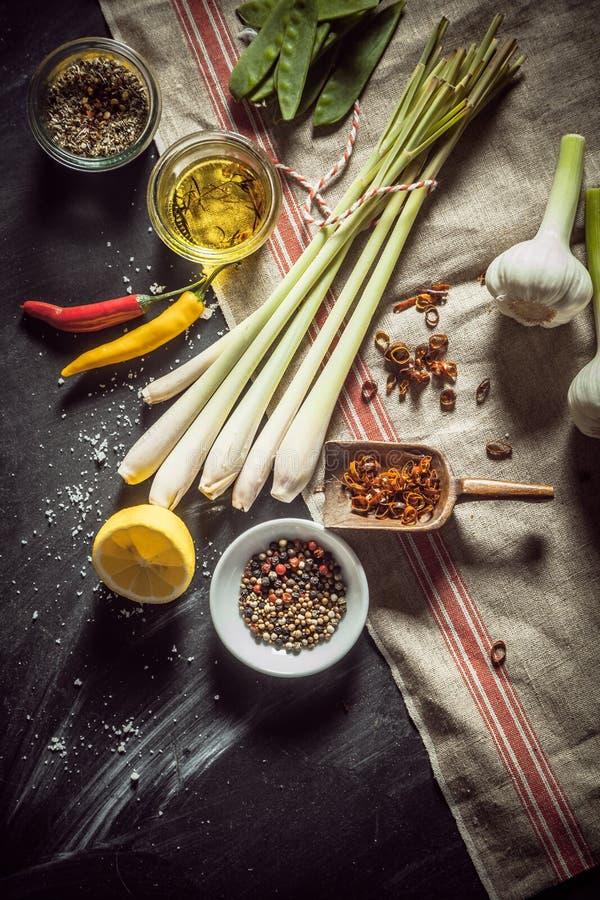 Ingrédients pour faire une marinade savoureuse photographie stock libre de droits