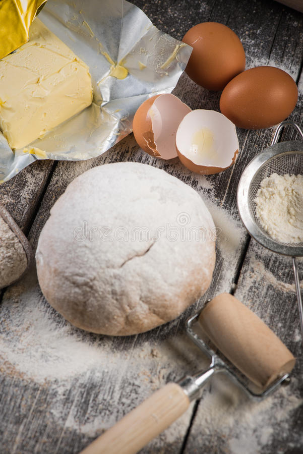 Ingrédients pour la cuisson et la pâte faite maison photos libres de droits
