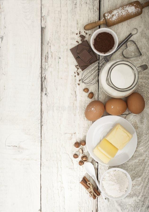 Ingrédients pour la préparation des produits de boulangerie photos stock