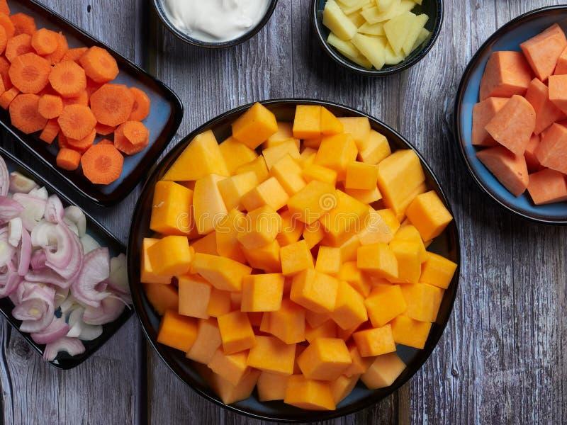 Ingrédients pour la soupe à courge de butternut photographie stock