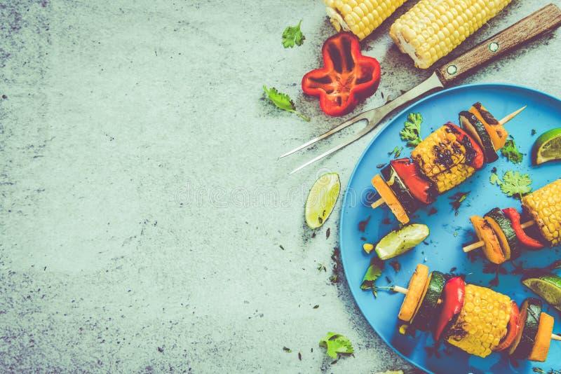 Ingrédients pour le BBQ ou le gril sain image libre de droits