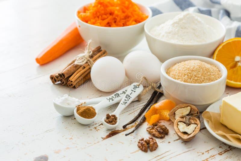 Download Ingrédients Pour Le Gâteau à La Carotte De Cuisson Image stock - Image du gâteau, oeuf: 76077857