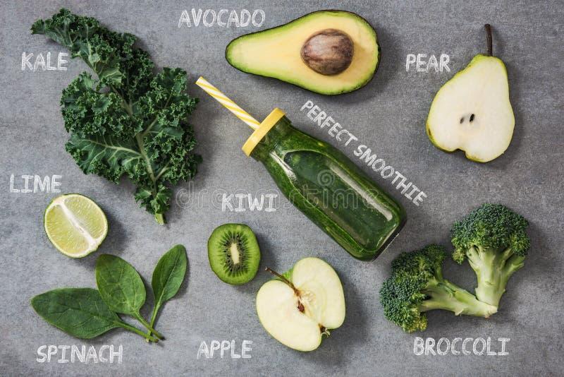 Ingrédients pour le smoothie heatlhy vert image libre de droits