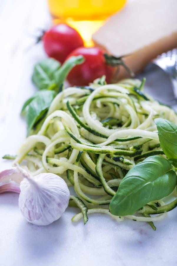 Ingrédients pour les spaghetti sains image stock