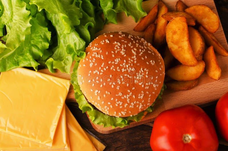 Ingrédients pour un hamburger image stock