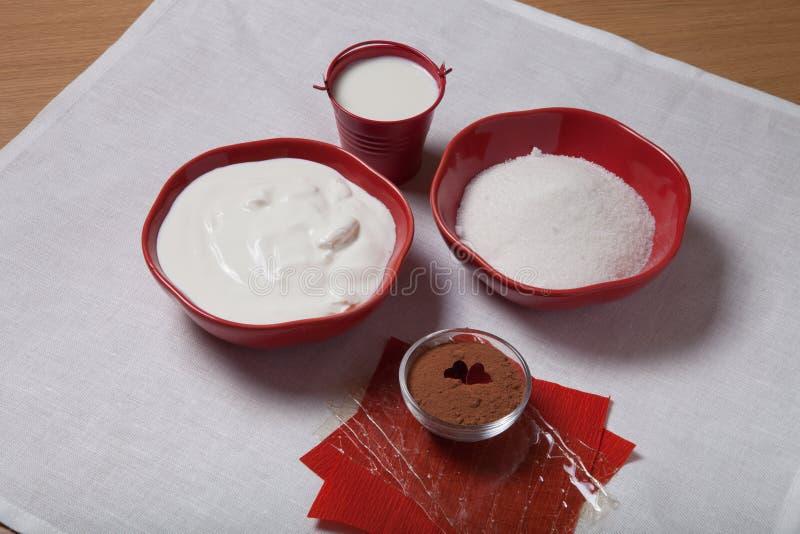 Ingrédients pour une pâtisserie douce images stock