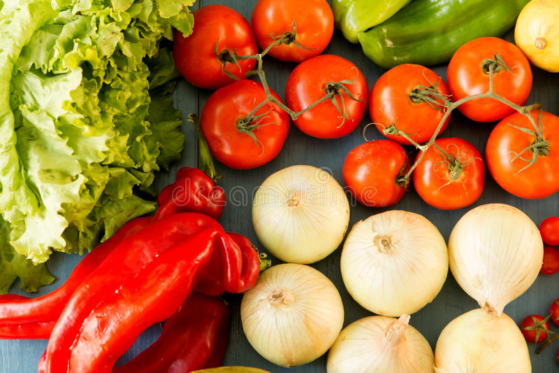 Ingrédients savoureux pour une salade saine image libre de droits