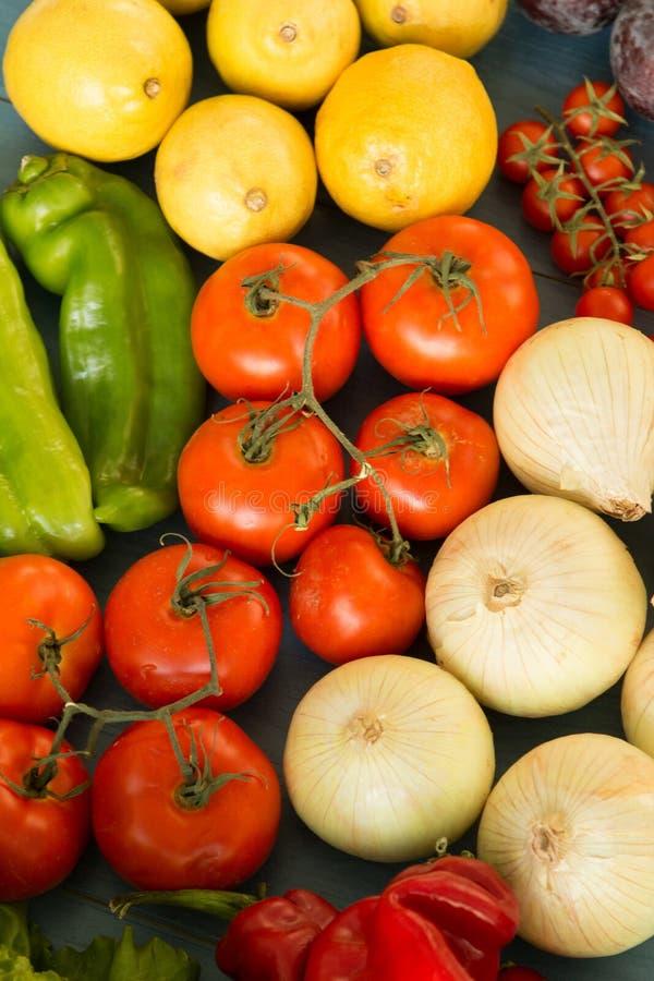Ingrédients savoureux pour une salade saine photographie stock