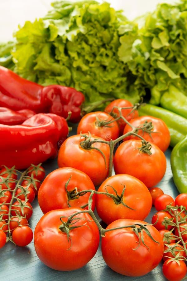 Ingrédients savoureux pour une salade saine images stock