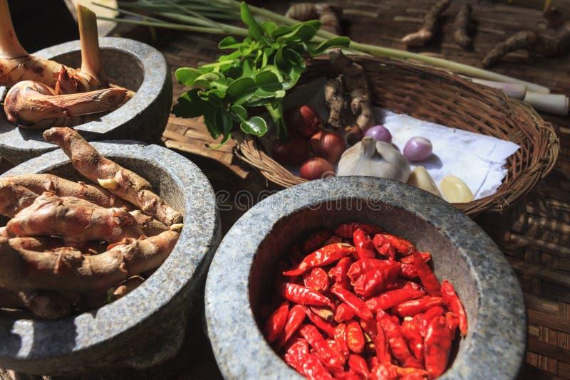 Ingrédients thaïlandais faisant cuire pour TOMYUMKUNG photographie stock