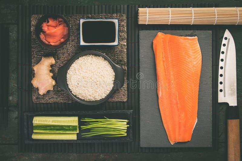 Ingrédients traditionnels de sushi photographie stock libre de droits