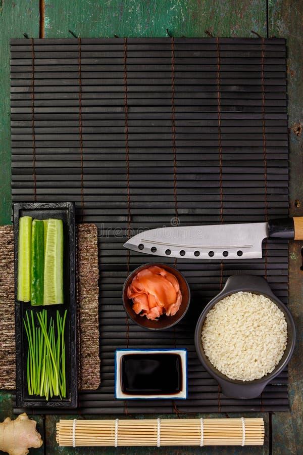 Ingrédients traditionnels de sushi image stock