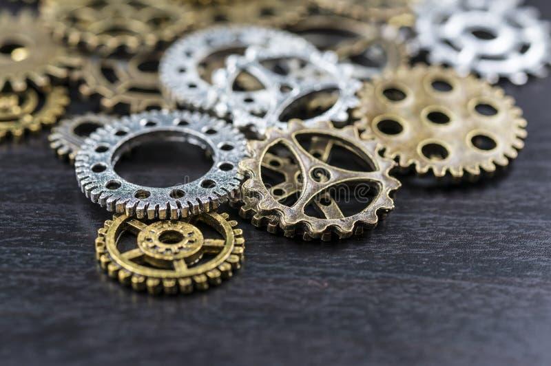 Ingranaggi assortiti del metallo immagini stock libere da diritti
