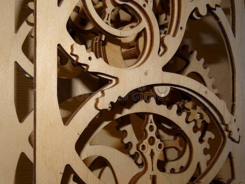 Ingranaggi in foto di legno delle azione del primo piano del meccanismo della decorazione immagine stock