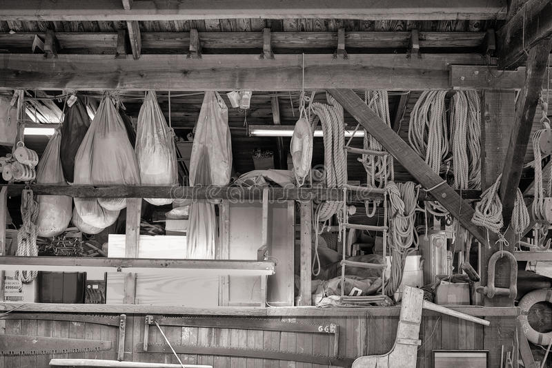 Ingranaggio nautico in un negozio dei costruttori della barca fotografia stock libera da diritti