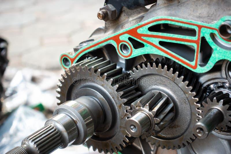 Ingranaggio in scatola aperta di motore della motocicletta fotografie stock