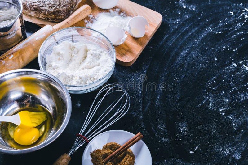 Ingrediënten en werktuig voor baksel royalty-vrije stock afbeelding