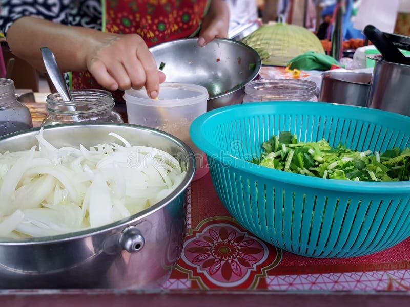 Ingrediënten van het Thaise Kruidige Voedsel van de Saladestraat stock afbeelding