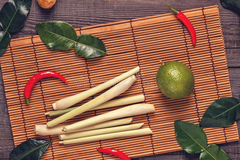 Ingrediënten van Thais kruidig voedsel stock foto's