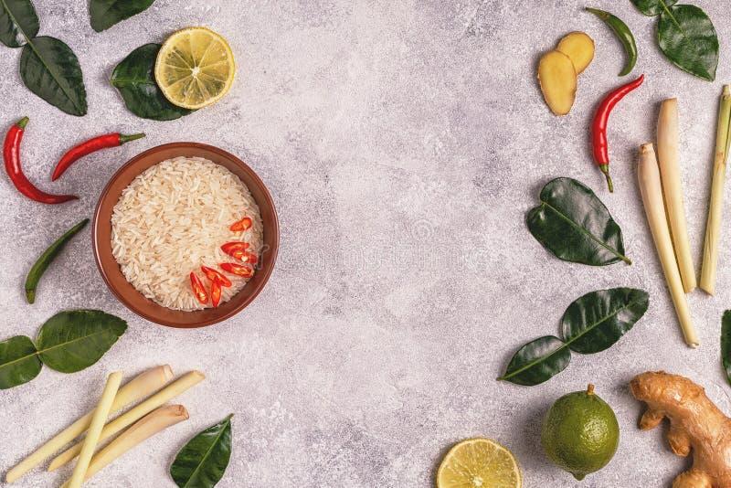 Ingrediënten van Thais kruidig voedsel stock afbeelding